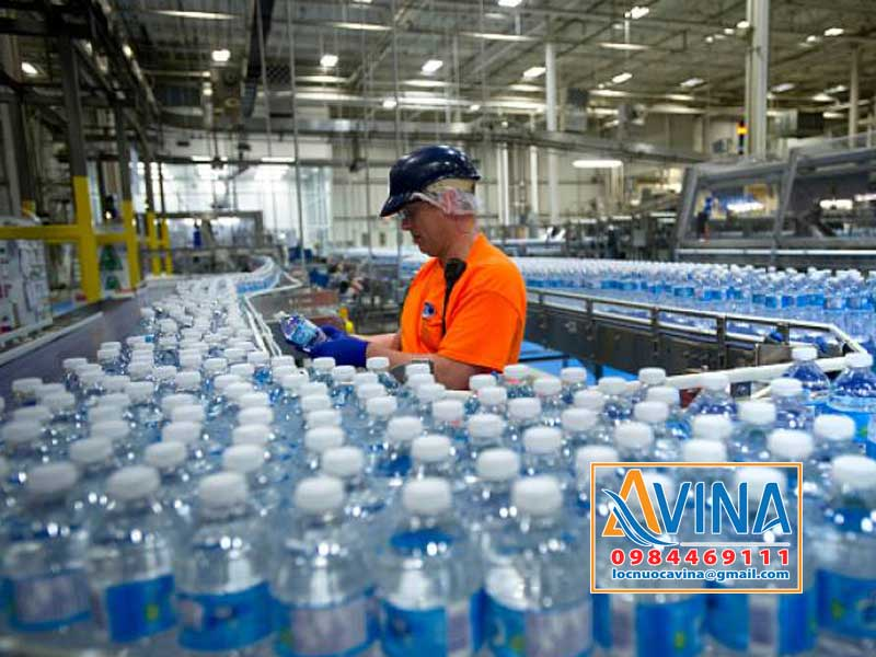 Hệ thống dây chuyền chiết rót nước uống đóng chại tự động