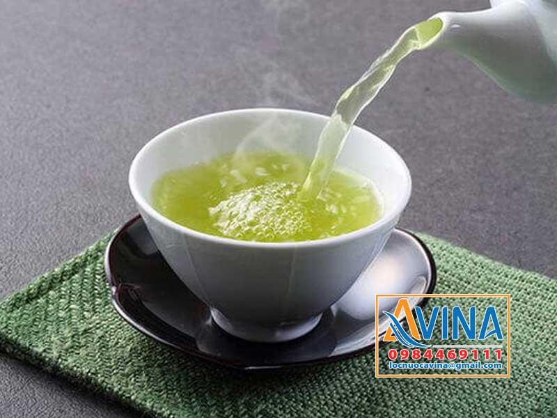 Nên sử dụng nước tinh khiết pha trà xanh